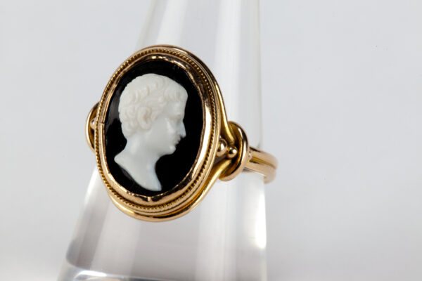 Gold cameo ring with white portrait in the centre